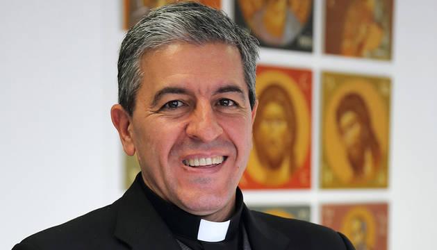 Foto de Monseñor Carlos Morán, decano del Tribunal de La Rota, en el edificio de Teología de la UN.