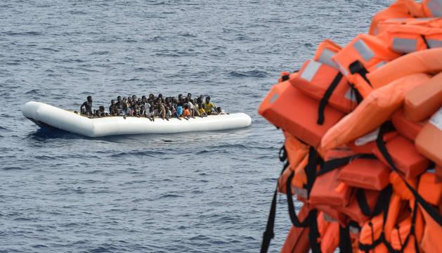 Foto de una embarcación tomada el 5 de noviembre cerca de la costa de Libia.