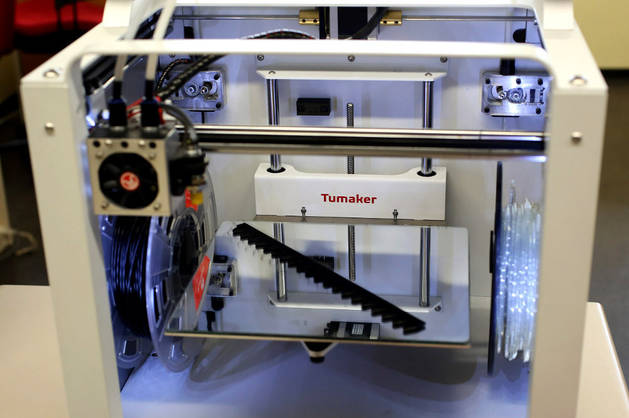 Imagen de una impresora 3D, más pequeña que la empleada para construir casas de adobe.