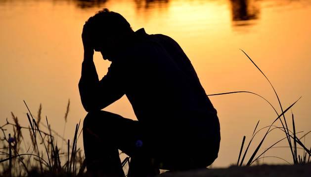 Imagen de un joven deprimido.