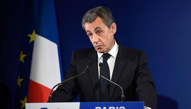 Imagen del ex presidente francés y candidato a las elecciones primarias del partido Los Republicanos, Nicolas Sarkozy, pronuncia un discurso en la sede de su campaña en noviembre.