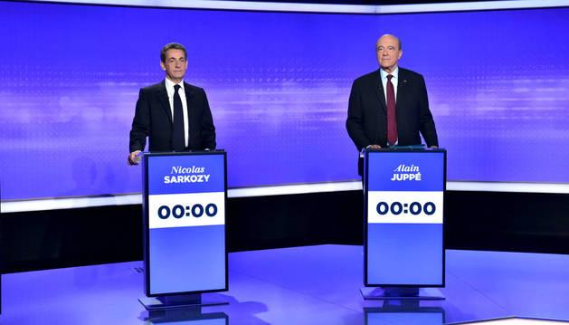 Nicolas Sarkozy y Alain Juppé, en el primer debate televisado de esta campaña por el liderazgo del partido.