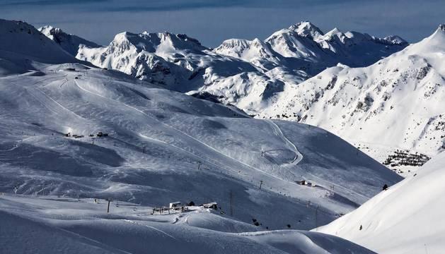 """Las dos estaciones oscenses unen fuerzas y se complementan en un proyecto conjunto con el que buscan ofrecer  """"un espacio único"""" de esquí."""