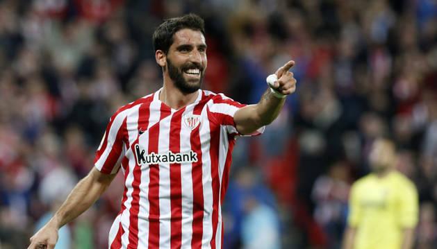 Raúl García celebra su último gol con el Athletic, marcado el pasado domingo ante el Villarreal