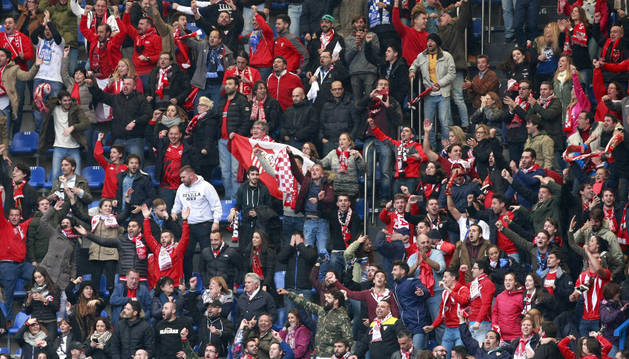Aficionados sevillistas en el estadio Riazor durante el partido de la pasada jornada