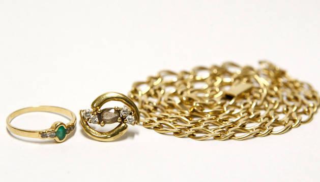 Una imagen de joyas.