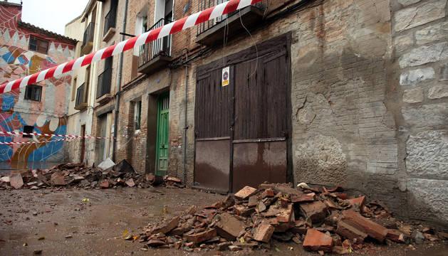 El derrumbe de una casa en la calle Cofrete se salda sin heridos