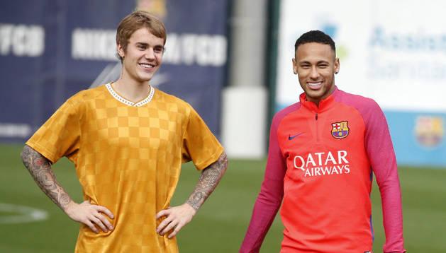 Neymar Jr. junto al cantante Justin Bieber durante la reciente visita del cantante al Camp Nou