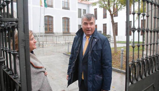 Agustín Martínez, abogado de dos de los acusados de drogar y violar presuntamente a una joven de Pozoblanco (Córdoba).
