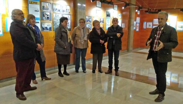 Javier Basiano -a la izda.- y Ramón Lizar -a la dcha.-, durante la inauguración de la exposición.