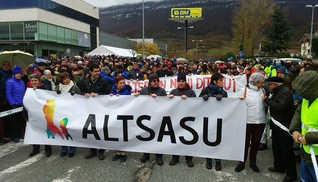 Miles de personas en el arranque de la manifestación de Alsasua