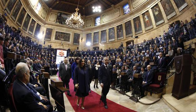 El lehendakari, Íñigo Urkullu (d), a su llegada a la ceremonia de su toma de posesión, en la Casa de Juntas de Gernika.