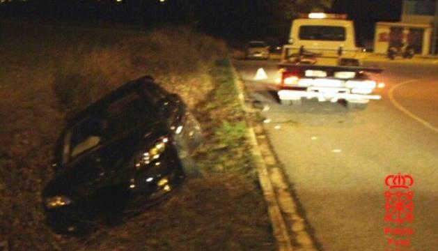 Foto de un vehículo accidentado en las carreras de Mutilva.