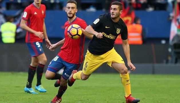 Roberto Torres y Koke.