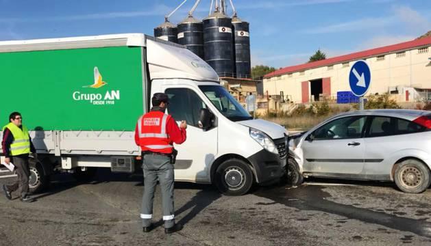 Un herido leve tras colisionar dos vehículos en Murillo el Fruto