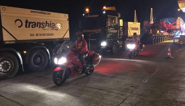 El transporte especial arrancó a las 23.00 horas y llega hasta el peaje de Zuasti.