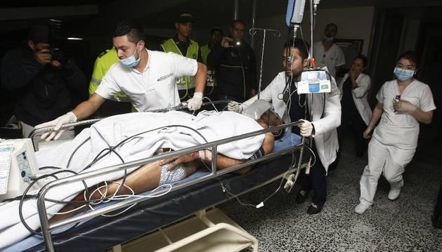 Foto del jugador del equipo brasileño Chapecoense Alan Ruschel, a su llegada al hospital.
