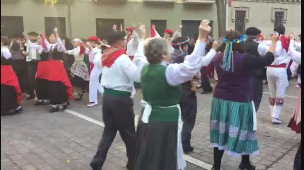 Baile de la Muthiko en el Casco Antiguo de Pamplona