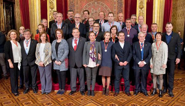 La Presidenta Barkos felicita a las personas galardonadas con los premios al Mérito Deportivo 2016.