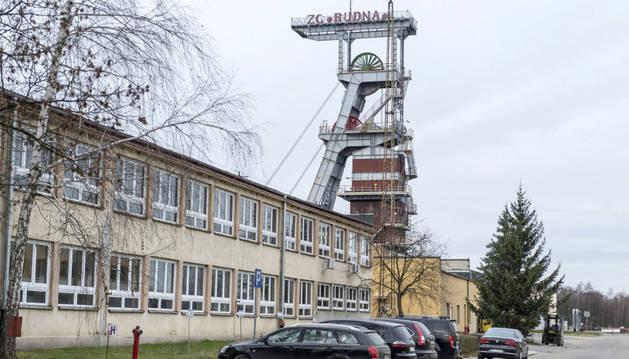 Imagen de un pozo y del edificio de la Mina Rudna en Polkwice, Pawel Markowski.