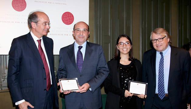 De izquierda a derecha, Cirus Andreu, presidente de la delegación catalana del IEAF, Ignacio Ferrero, Marta Rocchi y Jordi Melé, secretario del jurado y miembro de la junta de la Delegación Catalana del IEAF.