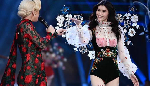 Las estadounidenses Bella y Gigi Hadid, las brasileñas Alessandra Ambrosio y Adriana Lima y la holandesa Romee Strijd, entre otras top-models, abrillantaron el desfile de la marca de lencería Victoria Secret, el primero que se celebra en París.