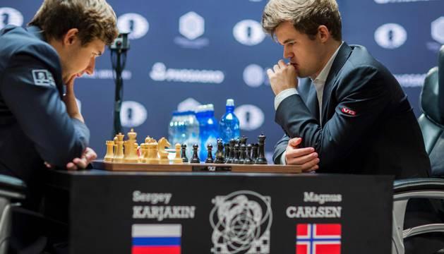 Sergey Karjakin y Magnus Carlsen.