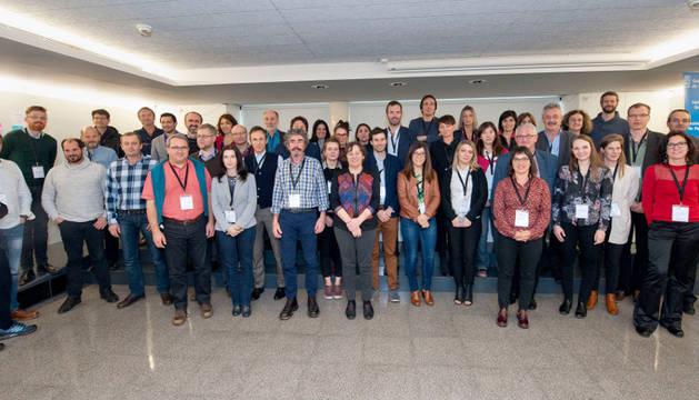 La consejera Elizalde (en el centro), junto con el resto de personas participantes en las jornadas europeas sobre el sector ecológico.