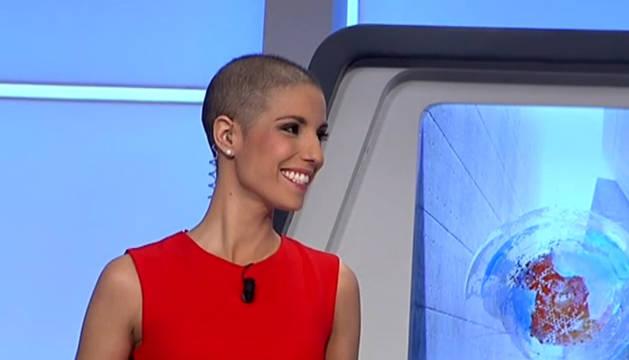 Fotograma del vídeo en el que reaparece la presentadora.