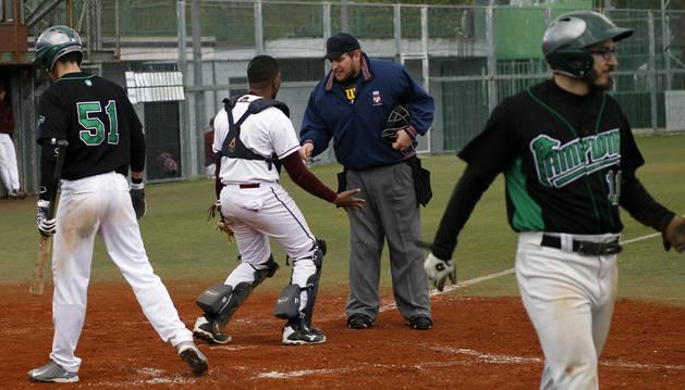 Derbi entre Pamplona y Béisbol Navarra disputado en Burlada.