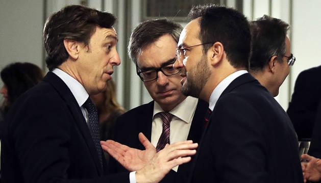 El PSOE intenta huir de la imagen de aliado estable del PP