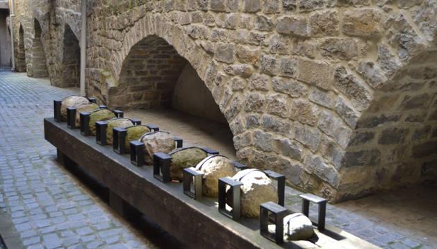 Foto de los restos de la muralla medieval en la belena de Portalapea.