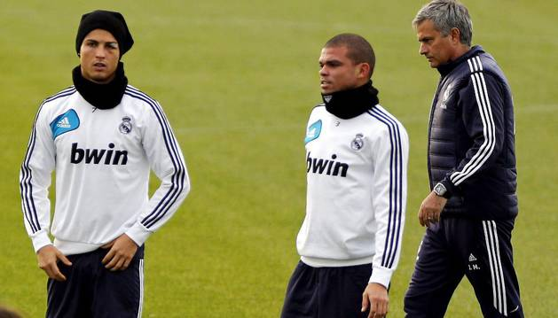 Ronaldo, Pepe y Mourinho, los tres señalados, durante la etapa de este último en el Real Madrid