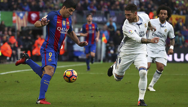 Sergio Ramos mantiene al Madrid a seis puntos del Barça (1-1)