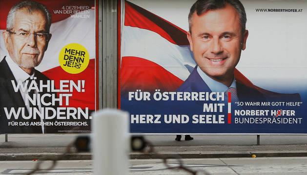 Dos carteles de los dos candidatos a la presidencia de Austria.