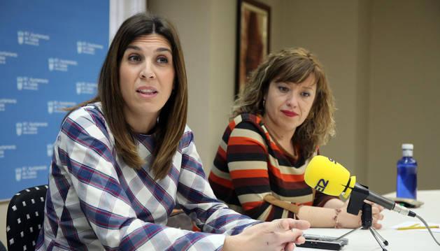 De izquierda a derecha: Sandra Morales y Silvia Cepas.