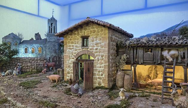 Durante un mes, nuevas creaciones conviven con las novedades de los belenistas en la casa de cultura Fray Diego