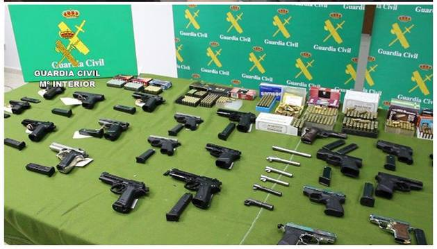 Desarticulada una red que vendía armas por internet con talleres en Vizcaya y Albacete