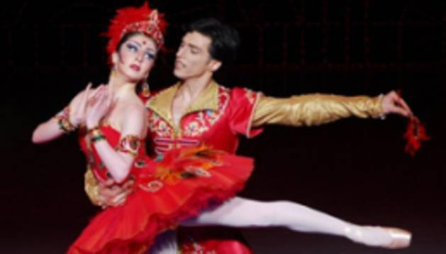 Imagen de la obra 'El Pájaro de Fuego', interpretada por el Ballet Estatal de Georgia.