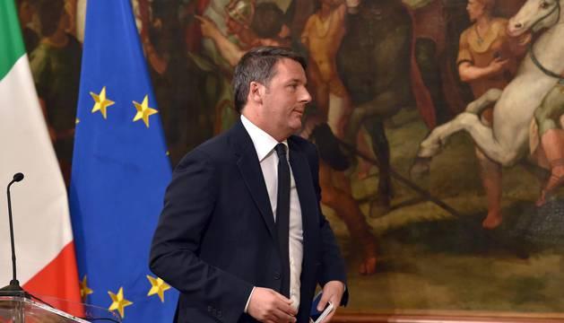 Matteo Renzi anuncia su dimisión tras ser derrotado en referéndum