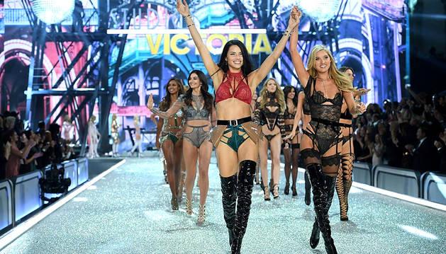 DKISS emite en abierto el desfile de Victoria's Secret