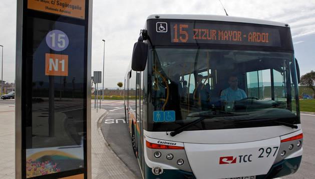 La línea 15 de villavesa que une Pamplona y Zizur.