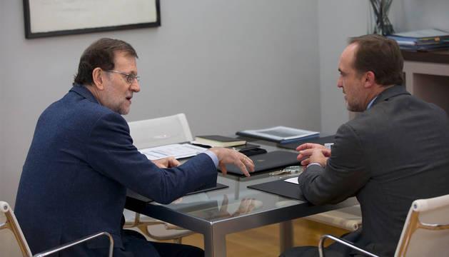 Esparza dice que Rajoy avala las inversiones en el Canal de Navarra y el TAV
