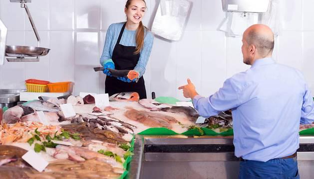 WWF no recomienda consumir besugo, el carabinero, el mero, el congrio, las rayas, el cazón, el pez espada del Mediterráneo o las gambas blancas de pesca extractiva.