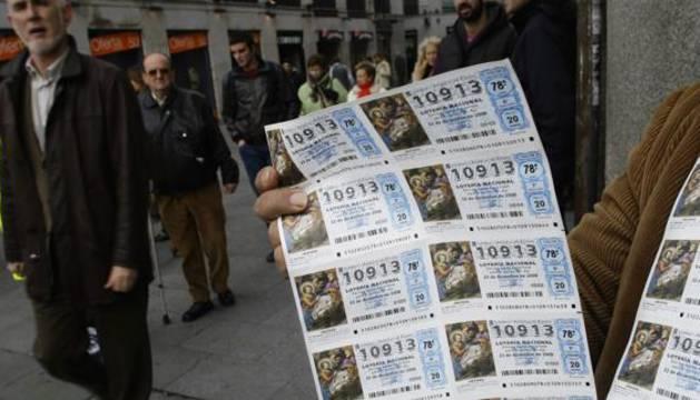 Venta de décimos de Lotería de Navidad en el centro de Madrid.