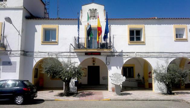 Fachada del Ayuntamiento de Guadiana del Caudillo.