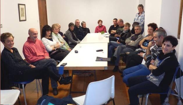 Los padres de los jóvenes detenidos en una de las reuniones.