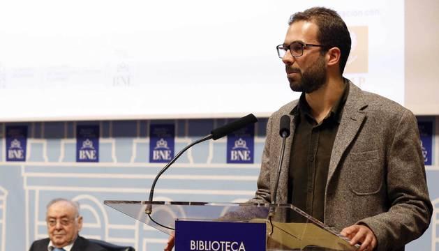 Sergio Navarro, ganador del Premio Poesía Adonáis.