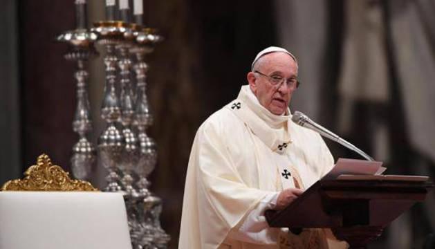 El papa Francisco celebra una misa en la basílica de San Pedro, en El Vaticano.