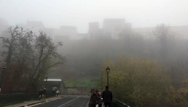 Pamplona se vio sorprendida en la tarde del domingo 18 de diciembre por la niebla.